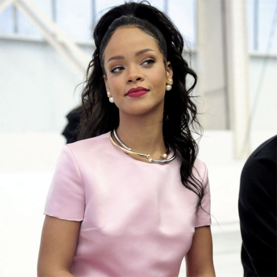 rihanna-dior-earrings