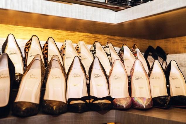 Kate-Moss-shoes-Vogue-27Jan15-Mike-Trow_b_1080x720