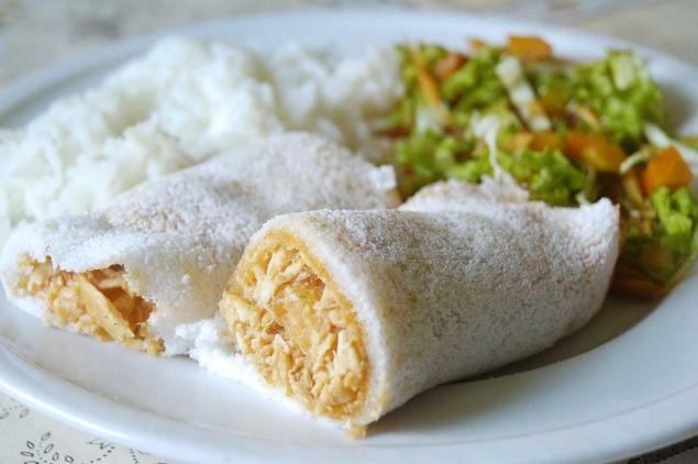com-salada-a-tapioca-de-frango-e-opcao-leve-para-almoco-ou-jantar-ao-lado-com-recheio-de-goiabada-light
