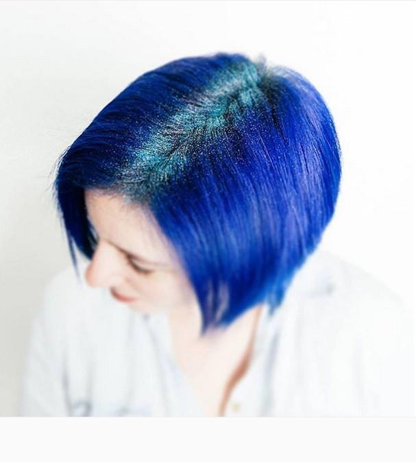 glitter-na-raiz-cabelo-azul